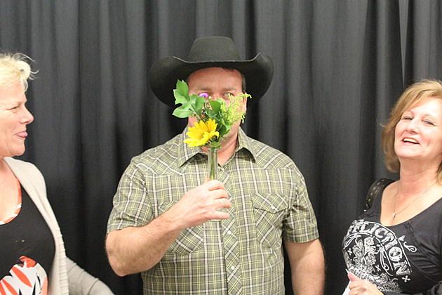 Rodney Carrington Receives Colorado 'Flower' + 'Vase'